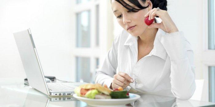 أطعمة تقيك شعاعات شاشة الكمبيوتر
