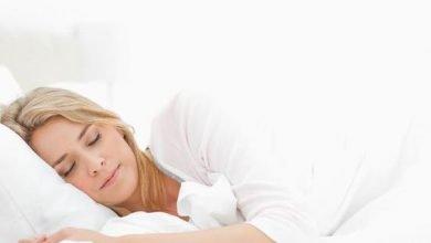 Photo of مهما كان تعبك لا تقتربي من سريرك قبل أن تتخلصي من المكياج