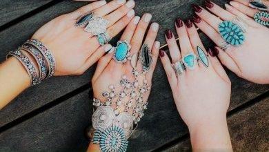 Photo of الأصابع وأبعادها السحرية .. دلالات ارتداء الخواتم، والأحجار الكريمة